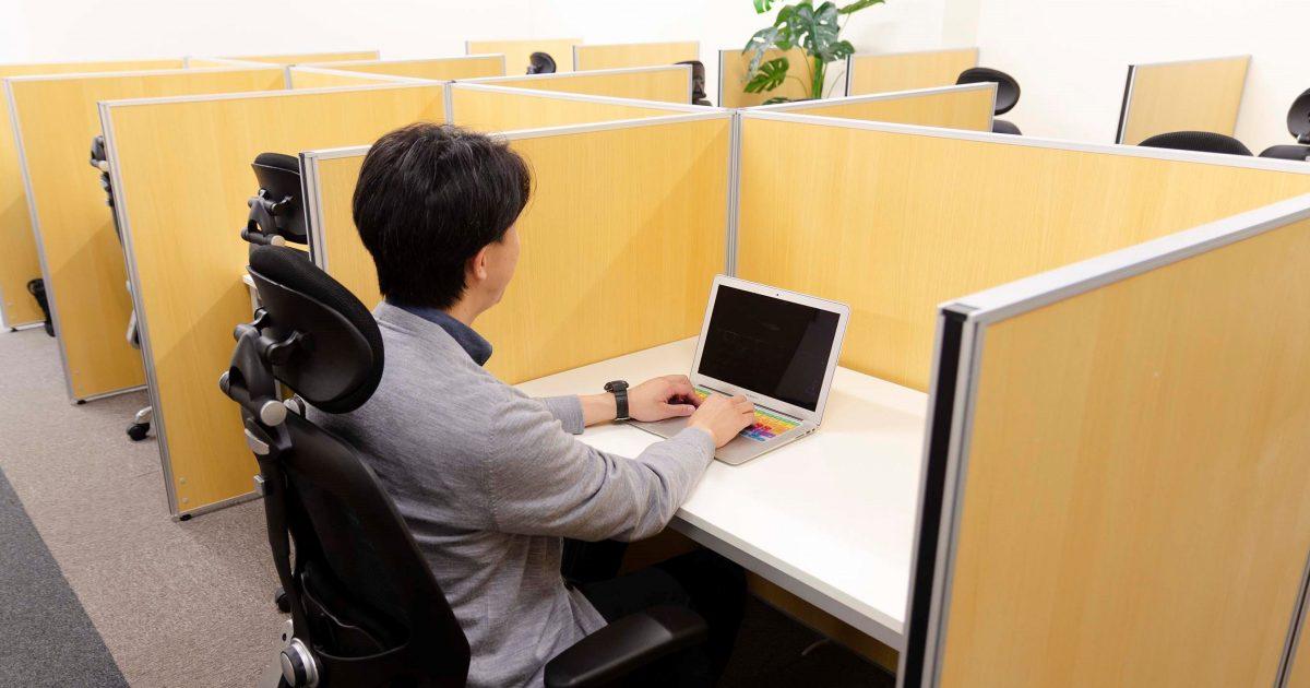 シェアオフィスABBOCC表参道のワークデスク