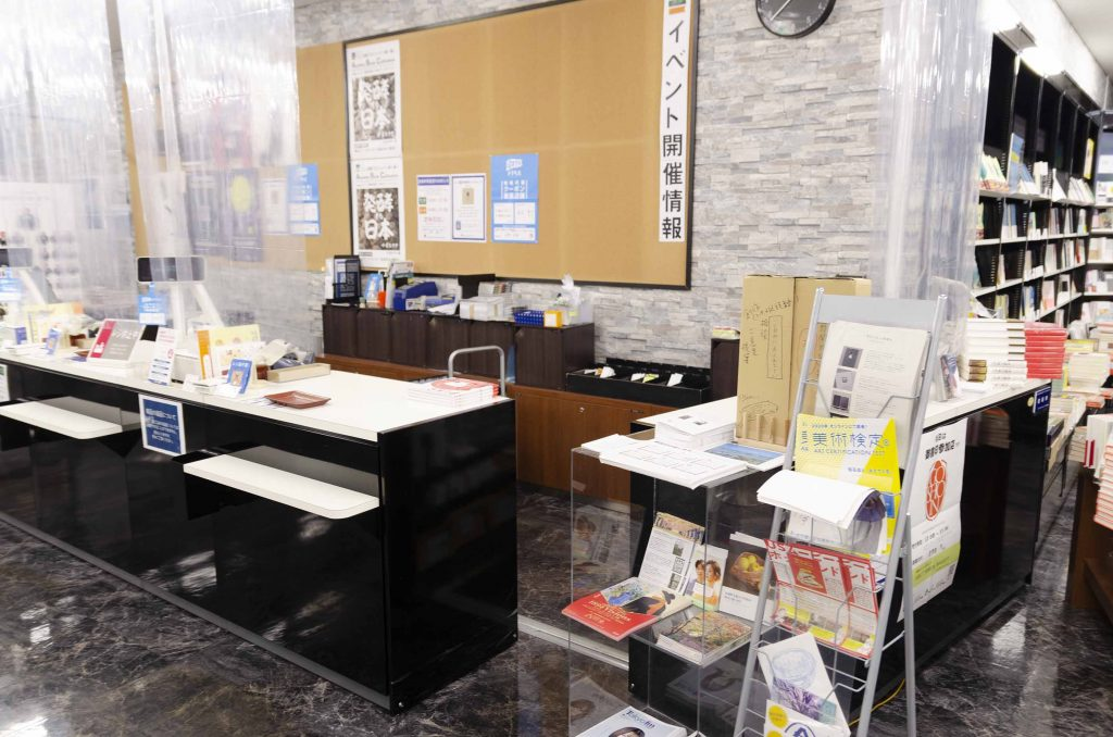 青山ブックセンター本店カウンター
