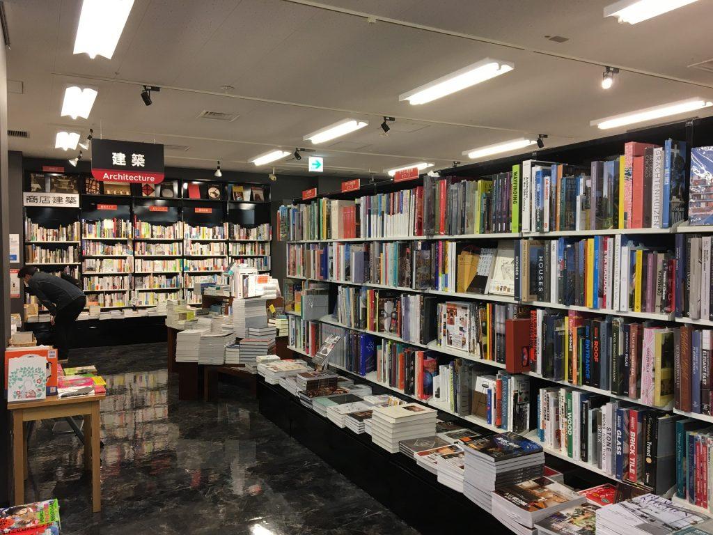 青山ブックセンターの建築書籍コーナー
